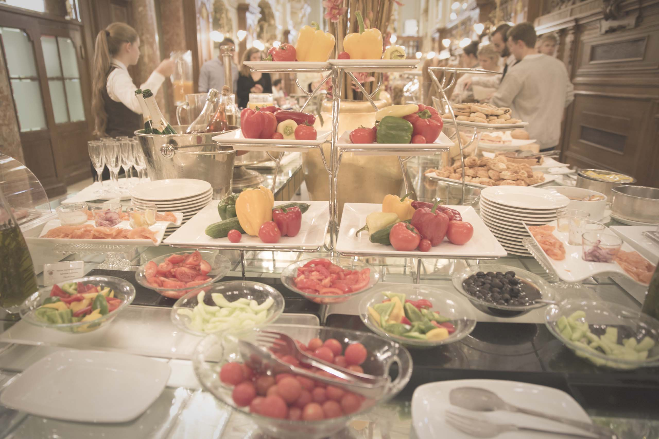 Cafe_New_York_Budapest_buffet2