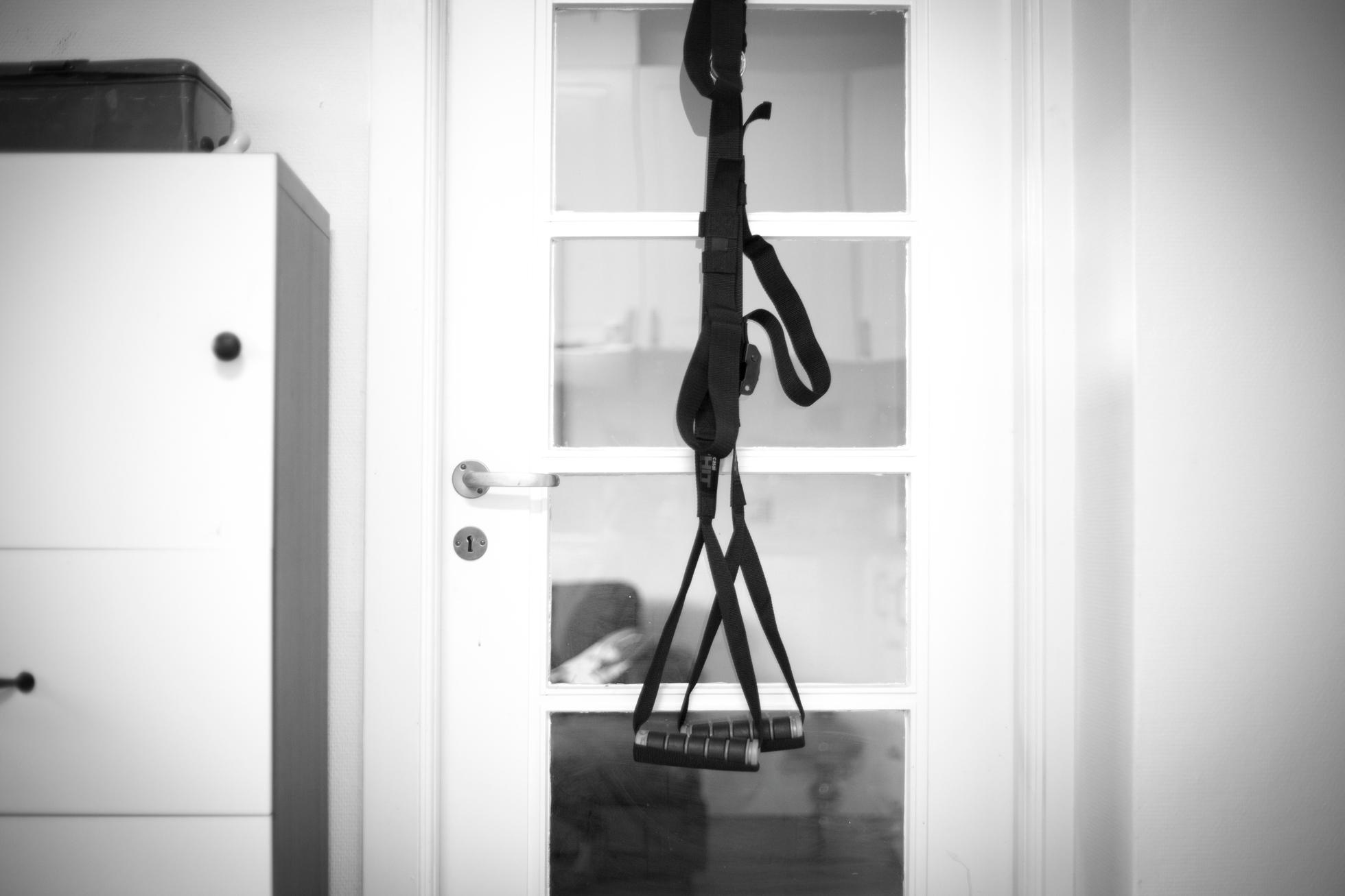 casall-hit-door