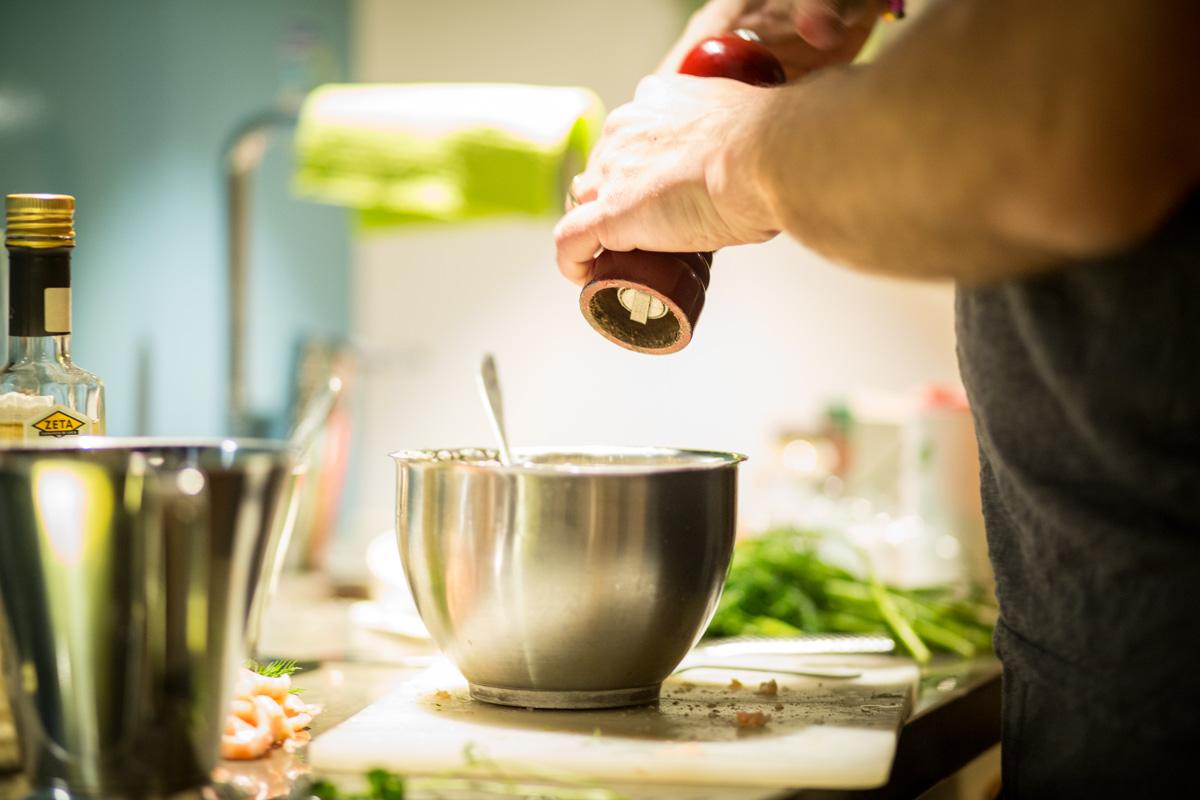 toast-skagen-preparing