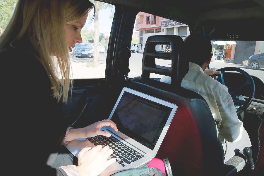 M_Katta-jobbar-i-taxi