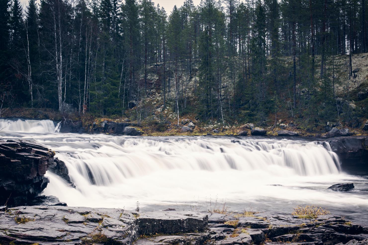 [:sv]Fjätfallen i Östomsjön – en oktoberutflykt[:]
