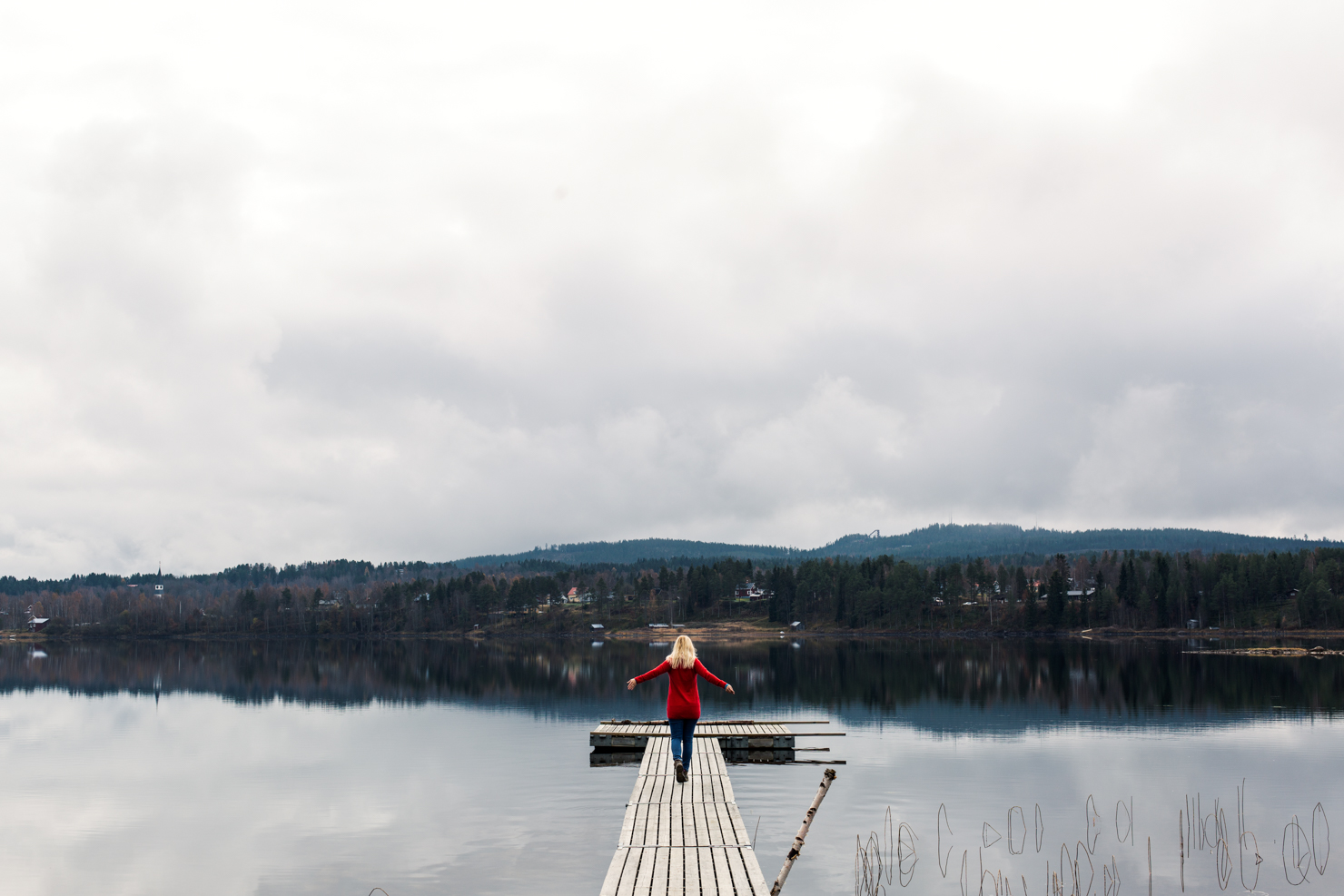 [:sv]Stillhet och morgonreflektioner vid Särnsjön[:]