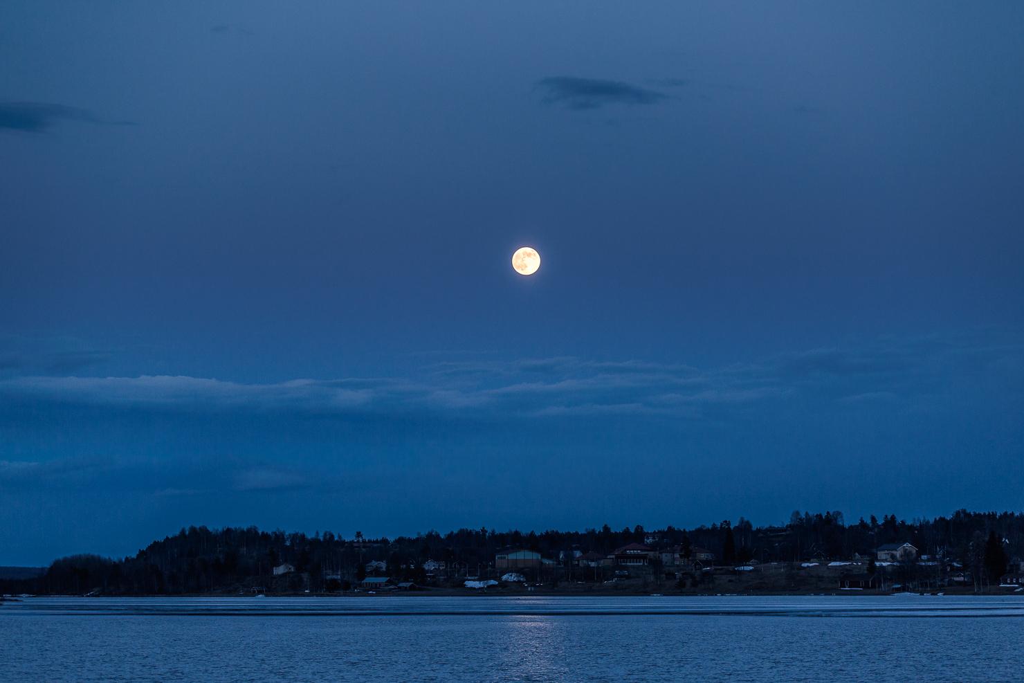 Fullmåne över Särna