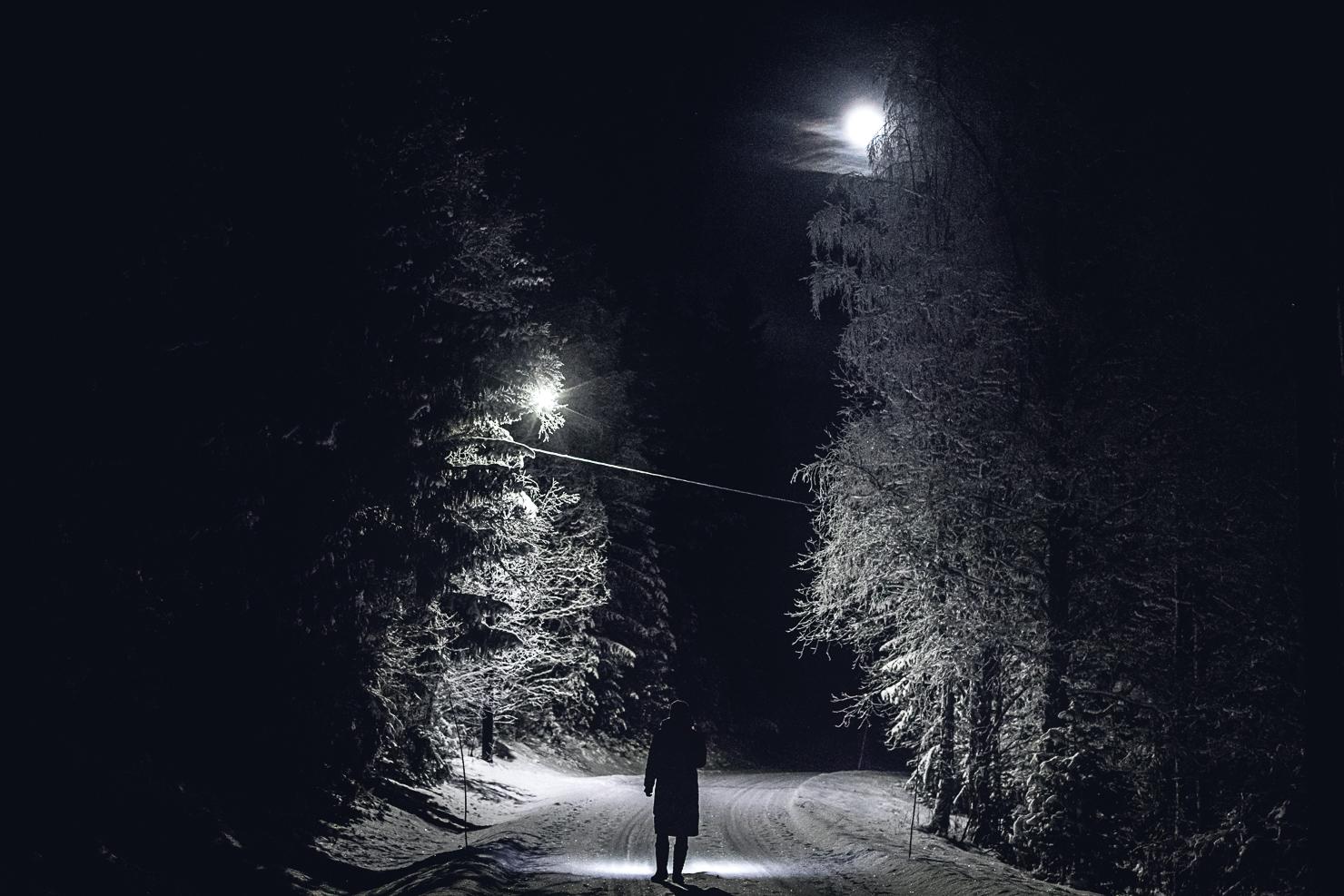 Mörk kvällspromenad i Särna