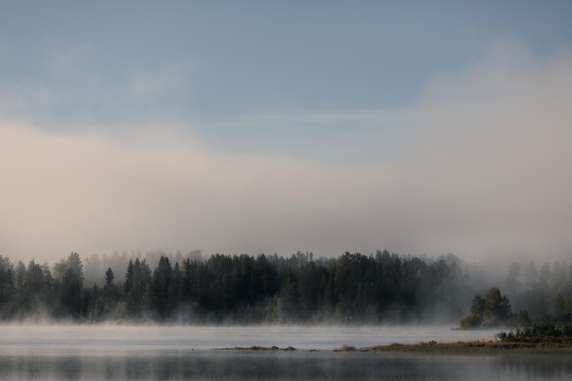 morgondimma lättar över Särnsjön