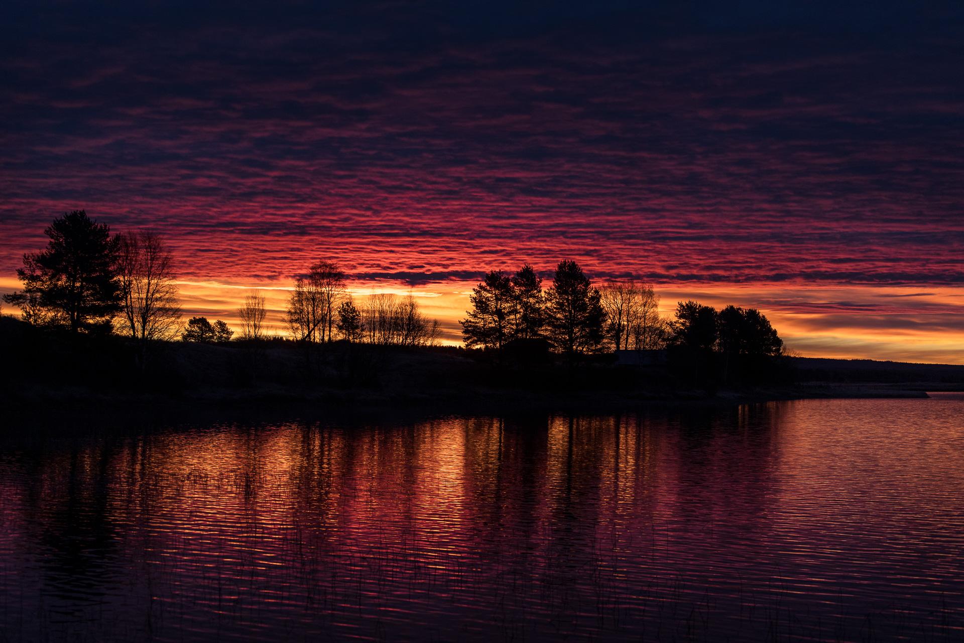 Eldig soluppgång en morgon vid Särnsjön