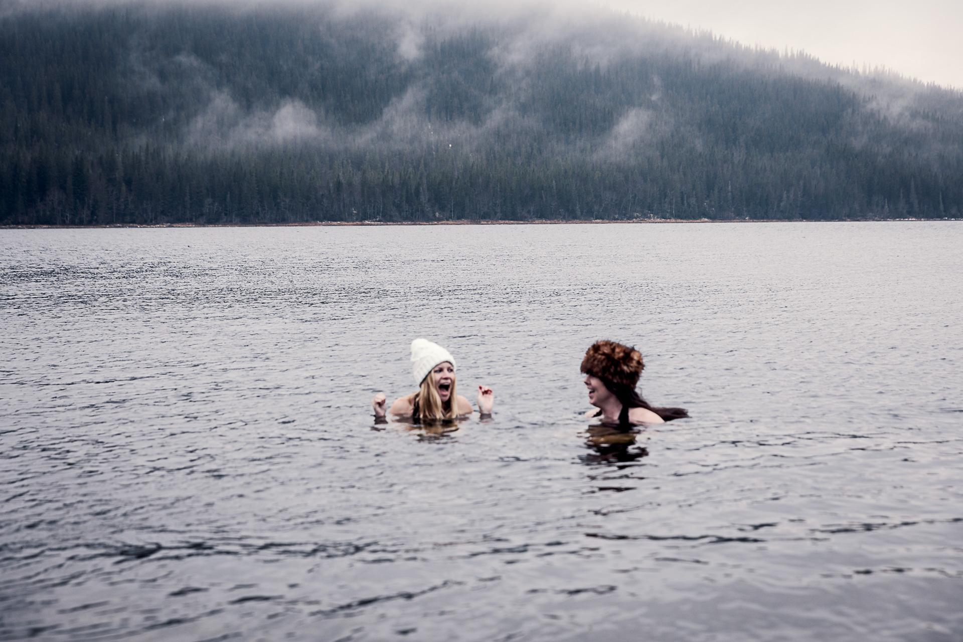 Kallbad i Åresjön med Sara