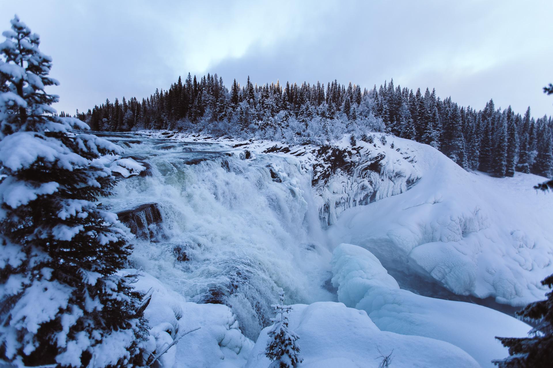 Fruset vattenfall Tännforsen