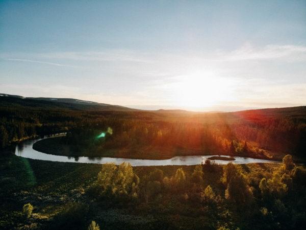 Minication och sommarsolstånd i Njupeskär